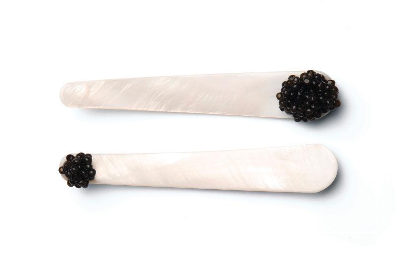 cuillère de caviar en nacre